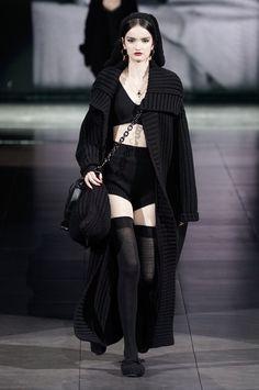 Dolce & Gabbana Fall 2020 Ready-to-Wear Fashion Show Collection: See the complete Dolce & Gabbana Fall 2020 Ready-to-Wear collection. Look 1 Dark Fashion, Fashion 2020, Runway Fashion, High Fashion, Fashion Show, Fashion Looks, Fashion Outfits, Womens Fashion, Fashion Design