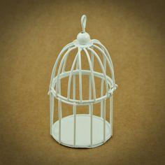 3 X GAIOLAS EM METAL MINIATURA | 6 CORES | BRANCO | Utilize esta gaiola em metal miniatura como embalagem ou surpreenda os seus convidados com uma lembrança original | Cores disponíveis: Branco, Off White, Amarelo, Laranja, Azul, Verde | Medidas: 5,5 cm de diâmetro x 9,5 cm de altura.