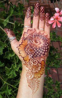 Eye Design Henna 42 New Ideas Mehandi Henna, Henna Ink, Mehndi Art, Henna Elephant, Evil Eye Hand, Henna Color, Eye Makeup Cut Crease, Natural Henna, Mehndi Designs