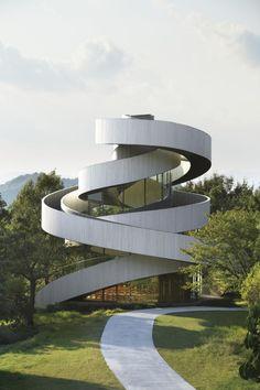 Ribbon chapel by Hiroshi Nakamura and NAP Architects. Photography © Koji Fujii / Nacasa & Partners Inc.