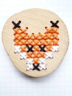 ~Houten geborduurde vos-broche gemaakt door 100 procent heppie~