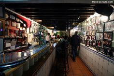Intérieur du bar à tapas restaurant bodega El Pimpi, Malaga