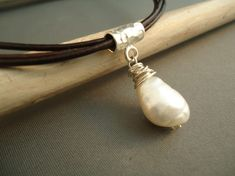 Leather Baroque Pearl Necklace on Sterling por IseaDesigns