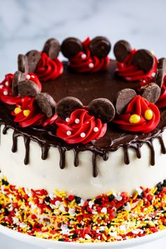 Use easy decorations to make this Mickey Mouse cake! Just a tip and some red frosting and you have the cutest Disney cake! How to decorate a Mickey Mouse Cake for people who can't decorate! This easy cake decoration is something anyone can do! Festa Mickey Baby, Bolo Mickey, Mickey E Minie, Mickey Cakes, Mickey Mouse Birthday Cake, Minnie Mouse Cake, Mickey Mouse Clubhouse Cake, Mickey And Minnie Cake, Disney Birthday