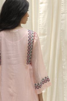 Neck Designs For Suits, Blouse Neck Designs, Simple Kurtis, Embroidery Suits Design, Hand Embroidery, Frock Fashion, Kurta Neck Design, Sari Dress, Stylish Dresses For Girls