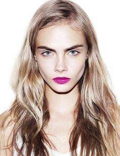 Here's how Cara Delevingne and Tom Pecheux teach you how to use Estee Lauder's vibrating mascara