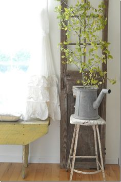 Fall Home Tour. Rustic farmhouse, natural home, vintage, bench, fall decor, simple decor, Buckets of Burlap blog. Home styling, interior styling, fall colors, decorating for Fall
