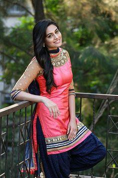 Best women Outfits in 2019 Patiala Dress, Punjabi Salwar Suits, Punjabi Dress, Punjabi Girls, Patiala Salwar, Anarkali Dress, Shalwar Kameez, Beautiful Girl Indian, Beautiful Indian Actress
