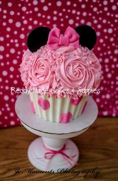 Minnie Mouse #reddymadecakes #minniemouse