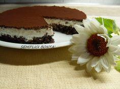 Se state cercando una torta veramente golosa e molto particolare dovete provare questa. La ricetta del cheesecake con base croccante al cioccolato l' ho trovata nel blog di Cappuccino&Cornetto , se devo essere sincera non ho resistito e ho voluto ...
