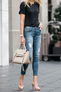 casual outfits for winter comfy lazy days,casual clothes for women every day,casual clothes summer fashion ideas Mode Outfits, Casual Outfits, Fashion Outfits, Jeans Fashion, Casual Clothes, Dress Fashion, Fashion Ideas, Look Fashion, Trendy Fashion