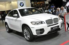 At the Geneva Motor Show 2012 BMW presents the new facelift of the current Sports Activity Coupe X6. Selective updates on design and new features to the BMW X6 prepare for the fall of its product life cycle.