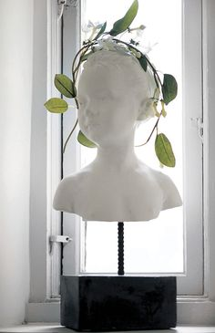 Home Décor ; bust wearing a garland. Tammy Love, Green Rooms, White Houses, Go Green, My Happy Place, Home Accents, Beautiful Homes, Garland, Bloom
