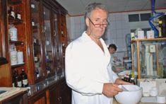 """Farmacistul Ion Bobaru: """"Puțini sunt cei care știu că tescovina este, de fapt, cel mai important produs obținut din struguri"""" – Surplus de Sănătate Chef Jackets, Household, Mai, Orice, Amazing, Medicine, Plant"""