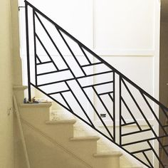 Like — detail Exterior Stair Railing, Staircase Railing Design, Modern Stair Railing, Modern Stairs, Railings, Balcony Grill Design, Grill Door Design, Balcony Railing Design, Balustrade Inox