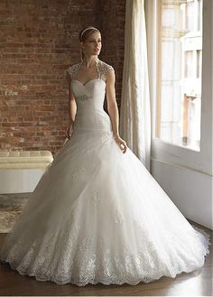 GORGEOUS ORGANZA SATIN TULLE WITH BEADED LACE APPLIQUES A-LINE SWEETHEART NECKLINE WEDDING DRESS