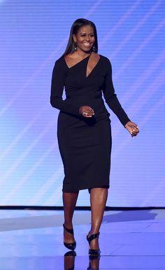 Always beautiful! First Lady Michelle Obama Michelle Obama Flotus, Michelle Obama Fashion, Barack And Michelle, Michelle Obama Black Dress, African Fashion Dresses, African Dress, Fashion Outfits, Womens Fashion, Ladies Fashion