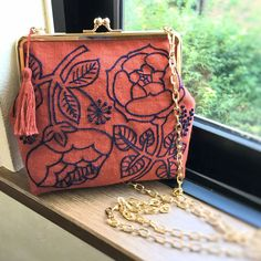 Pin by Laura Matthews on embroidery stuff Embroidery Bags, Modern Embroidery, Cross Stitch Embroidery, Embroidery Patterns, Flower Embroidery, Frame Purse, Creation Couture, Boho Bags, Handmade Bags