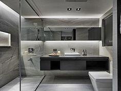 Toaleta ve spodní úrovni bytu je navržena ve stejném stylu jako koupelna u ložnice.
