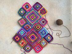 Transcendent Crochet a Solid Granny Square Ideas. Inconceivable Crochet a Solid Granny Square Ideas. Scrap Yarn Crochet, Crochet Tote, Crochet Handbags, Crochet Purses, Crochet Gifts, Crochet Cushions, Crochet Pillow, Blanket Crochet, Granny Square Bag