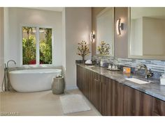 Modern bathroom with soaking tub in the Moorings Contemporary Style Homes, Contemporary House Plans, Modern Homes, Living Room Modern, Living Rooms, Living Spaces, Guest Bathrooms, Modern Bathroom, Residential Architect