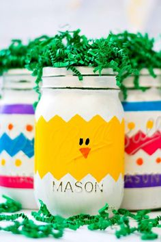Easter crafts with mason jars. Easter egg mason jars and Easter peeps mason jars. Easter craft with kids ideas using mason jars. Centerpiece for Easter. Diy And Crafts Sewing, Diy Crafts To Sell, Fun Crafts, Pot Mason Diy, Mason Jar Crafts, Diy Jars, Easter Crafts For Kids, Crafts For Teens, Easter Projects