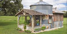 """This Grain Silo Guesthouse is Every Country Girl's Dream Talk about creative reuse! A resourceful Texas picker creates a one-of-a-kind refuge and becomes a makeshift """"tinkeeper. Transformers, Door Header, Online Home Design, Silo House, Grain Silo, Home Design Magazines, Garden Architecture, The Ranch, Rustic Design"""