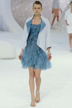 I love everything about this! The color is so beautiful. Chanel RTW Spring 2012