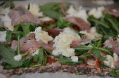 Twin Food: PIZZA MED SERRANO SKINKE, RUCOLA OG MOZZARELLA
