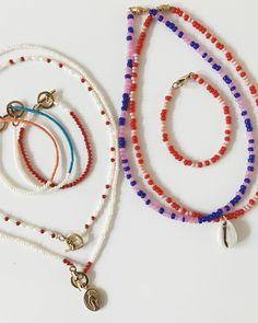 """Moonloft Conceptstore Zwolle on Instagram: """"Nu online 🙌🏻 // Deze mooie kettinkjes zijn nu ook online te shoppen! www.moonloft.nl ✨💥"""" Cute Jewelry, Diy Jewelry, Beaded Jewelry, Jewelery, Jewelry Accessories, Beaded Necklace, Fashion Jewelry, Jewelry Design, Jewelry Making"""