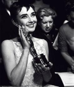 Audrey Hepburn sempre promoveu a solidariedade, principalmente para as crianças de todo o mundo. Buscou retribuir toda ajuda recebida em sua infância, durante a época da Segunda Guerra Mundial, pela morte de familiares e a falta de comida. Assim, se tornou um símbolo de caráter e talento, foi mais que uma estrela hollywoodiana, foi uma mulher incrível, doce, encantadora e acima de tudo humana. Embaixadora da UNICEF (Fundo das Nações Unidas para a Infância) foi seu principal papel.