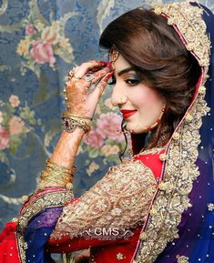 Red and blue go so well together! Indian Wedding Poses, Indian Bridal Photos, Pakistani Wedding Outfits, Indian Bridal Makeup, Indian Bridal Fashion, Indian Bridal Outfits, Pakistani Bridal, Wedding Makeup, Indian Wedding Couple Photography
