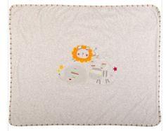 Preciosa manta tundosada de la colección Sweet Lion de Tuc Tuc. Precio: 26,95 euros. Manta acolchada con bordado de la colección en el centro y vivo de rayitas. Presentada en una cajita. Ideal para regalar. Plazo de entrega: 24-48 horas.