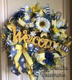 Diy Wreath, Burlap Wreath, Spring Wreaths, Trendy Tree, Crochet Dresses, Deco Mesh Wreaths, Flower Arrangements, Florals, Board