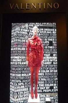 Vitrines Valentino - Paris, juin 2010 Valentino Red as Brand recognition. Window Display Design, Shop Window Displays, Retail Windows, Store Windows, Valentino Paris, Visual Merchandising, Vitrine Design, Retail Store Design, Tents