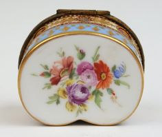 FRENCH GILT DECORATED PORCELAIN PATCH BOX
