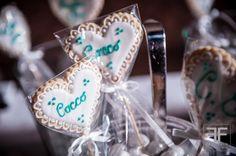 Confettata per matrimonio e decorazione con biscotti segnagusto Photo credits: Fabrizio Furlan Biscotti, Confetti, Cake, Desserts, Food, Tailgate Desserts, Deserts, Kuchen, Essen