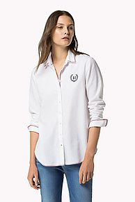 b8d919e1490106 Shop the white cotton oxford shirt and explore the Tommy Hilfiger clothing…  Tommy Hilfiger Outfit