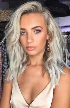 Pinterest: DEBORAHPRAHA ♥️ platinum blonde hair color #haircolor