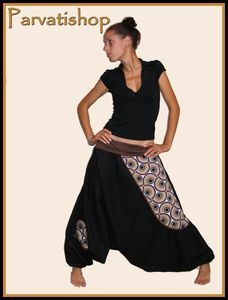 a simple tutorial to make you a true Indian harem pants as they are worn out there including some Bollywood dancers.