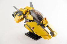 "rhubarbes: ""D-EKVY II Fighter & Pilot by Bryant Callahan. Lego Mechs, Lego Bionicle, Nave Lego, Lego Cars, Lego Machines, Amazing Lego Creations, Lego Ship, Lego Spaceship, Lego Construction"