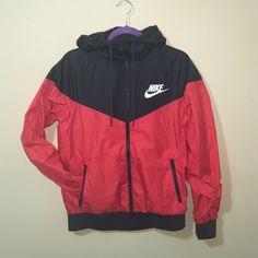 Nike Jacket Light wind breaker jacket. Size small. Polyester shell.  Polyester f9dabd8ac