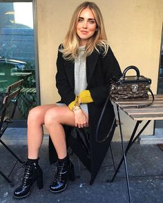 The official website of The Blonde Salad: online shop, photo, video by Chiara Ferragni. Look Fashion, Winter Fashion, Fashion Outfits, Womens Fashion, Louis Vuitton Boots, The Blonde Salad, La Mode Masculine, Mode Inspiration, Dr. Martens