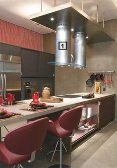 Bem equipadas e amplas: as cozinhas de Casa Cor 2010 possuem espaço de sobra para a convivência.