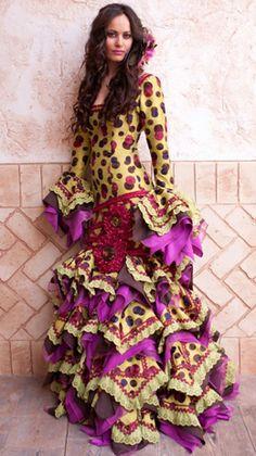 Flamenco on crack! Flamenco Costume, Flamenco Skirt, Jazz Dance Costumes, Flamenco Dancers, Belly Dance Costumes, Flamenco Dresses, Spanish Dress, Salsa Dress, Spanish Fashion
