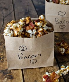bacon bourbon caramel popcorn for treats and favors - Event Planing Tapas, Popcorn Recipes, Bacon Popcorn, Popcorn Snacks, Popcorn Bags, Flavored Popcorn, Gourmet Popcorn, Party Recipes, Kinds Of Desserts