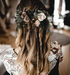 Boho Barn Wedding Boho Barn Wedding - Hairstyles - P Boho Scheunen Hochzeit Boho Scheunen Hochzeit – Frisuren – Pinner Boho barns wedding Boho barns wedding - Wedding Braids, Wedding Hair Flowers, Wedding Hairstyles For Long Hair, Loose Hairstyles, Wedding Hair And Makeup, Wedding Hair Accessories, Flowers In Hair, Hair Makeup, Hair Wedding