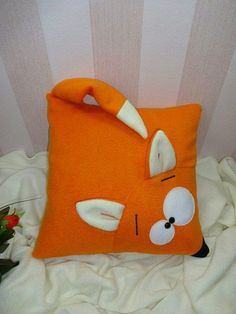 Хитрая лисица-подушка.