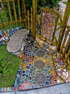 If you're looking for yard or outdoor inspirations for spicing up your hom… - Diy Garden Projects Diy Garden, Dream Garden, Garden Paths, Garden Projects, Recycled Garden, Garden Crafts, Herb Garden, Rockery Garden, Garden Steps