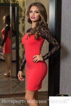 Есть размеры: 42, 44, 46, 48, 50. Длина платья: 85 см. Цвета: красный и синый Стильный вариант – платье с гипюром красное. Подчеркивает Ваш вкус и неповторимость образа. Изюминкой платья считается выполненная из кружева верхняя часть платья, а также рукава. Модель предназначена как для офиса, так и